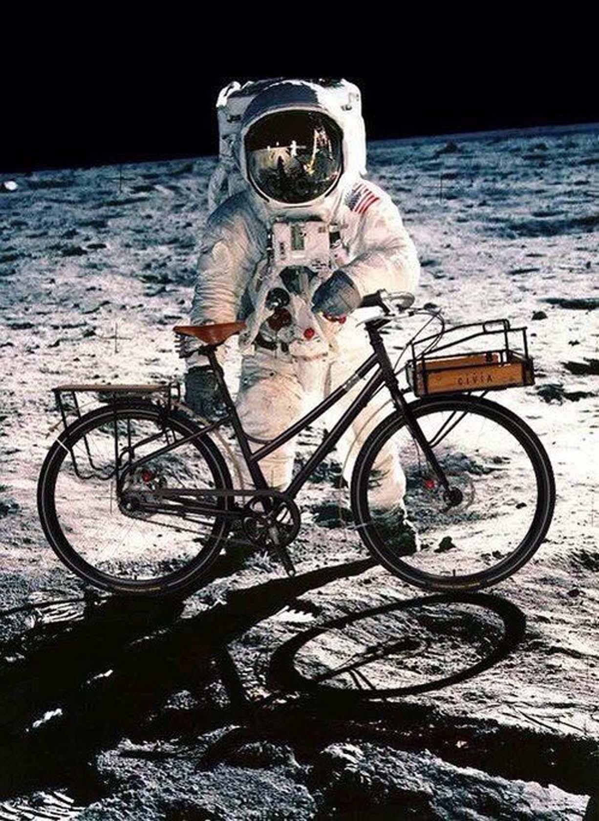 bici sulla luna